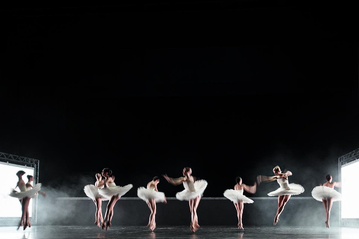 """Schmetterlinge in """"Tyll"""", dem dritten Akt des Balletts von Alexander Ekaman im Aalto Ballett Essen"""