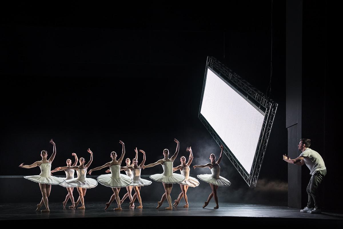 Choreograph Alexander Ekman filmt sein Ballett 3 BY EKMAN