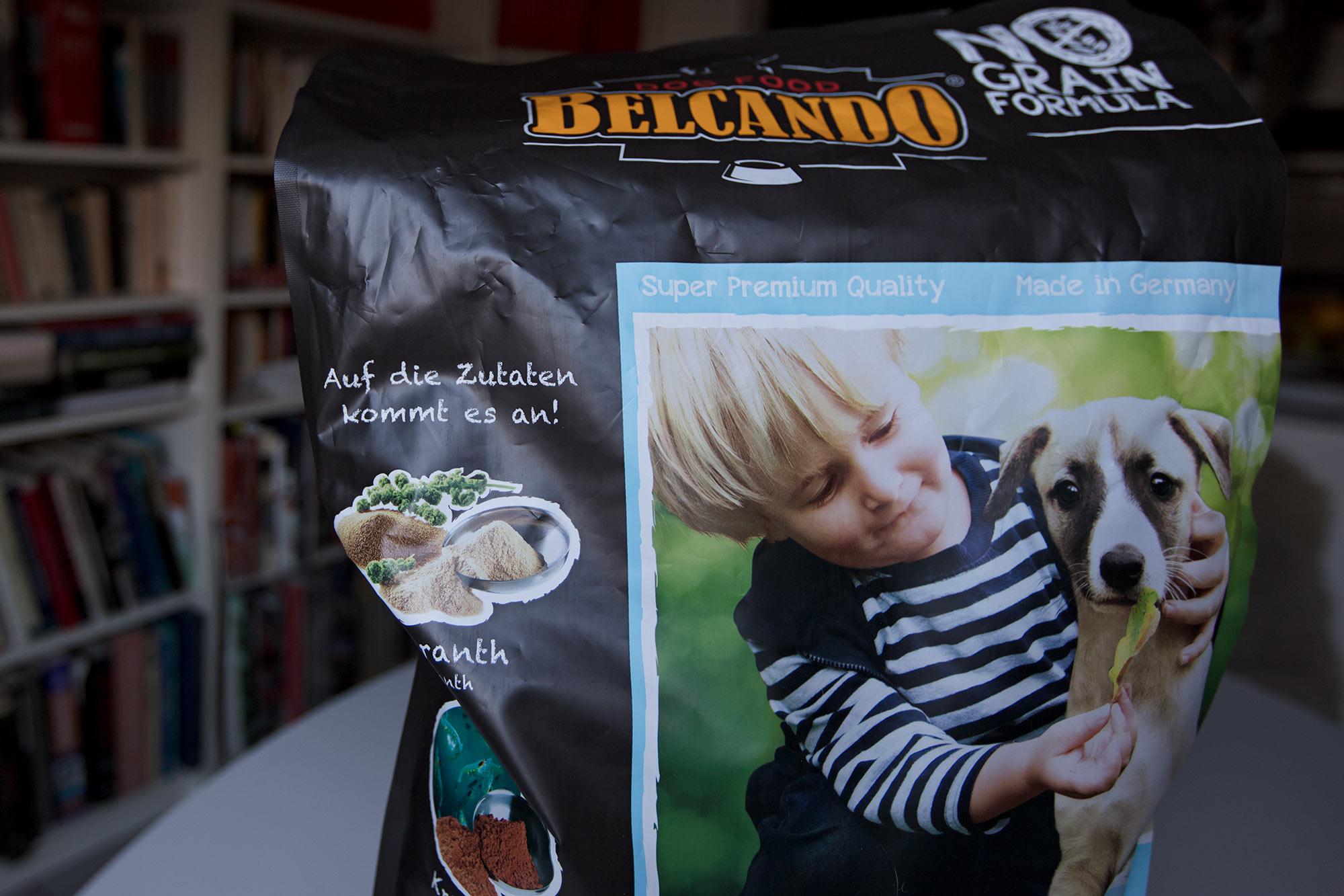 Mein Foto auf der Verpackung des Puppy-Futters. Ja ich bin ein bisschen stolz, auch weil der Welpe aus dem J-Wurf meiner Freundin Sandra Biesenbach (semper-crescendo-whippets) ist. Der Welpe ist ein Halbbruder des unvergleichlichen Mono. Seine Mutter Kissy (Jee Bee's Deep Is Your Love) hat ihre Spuren hinterlassen.