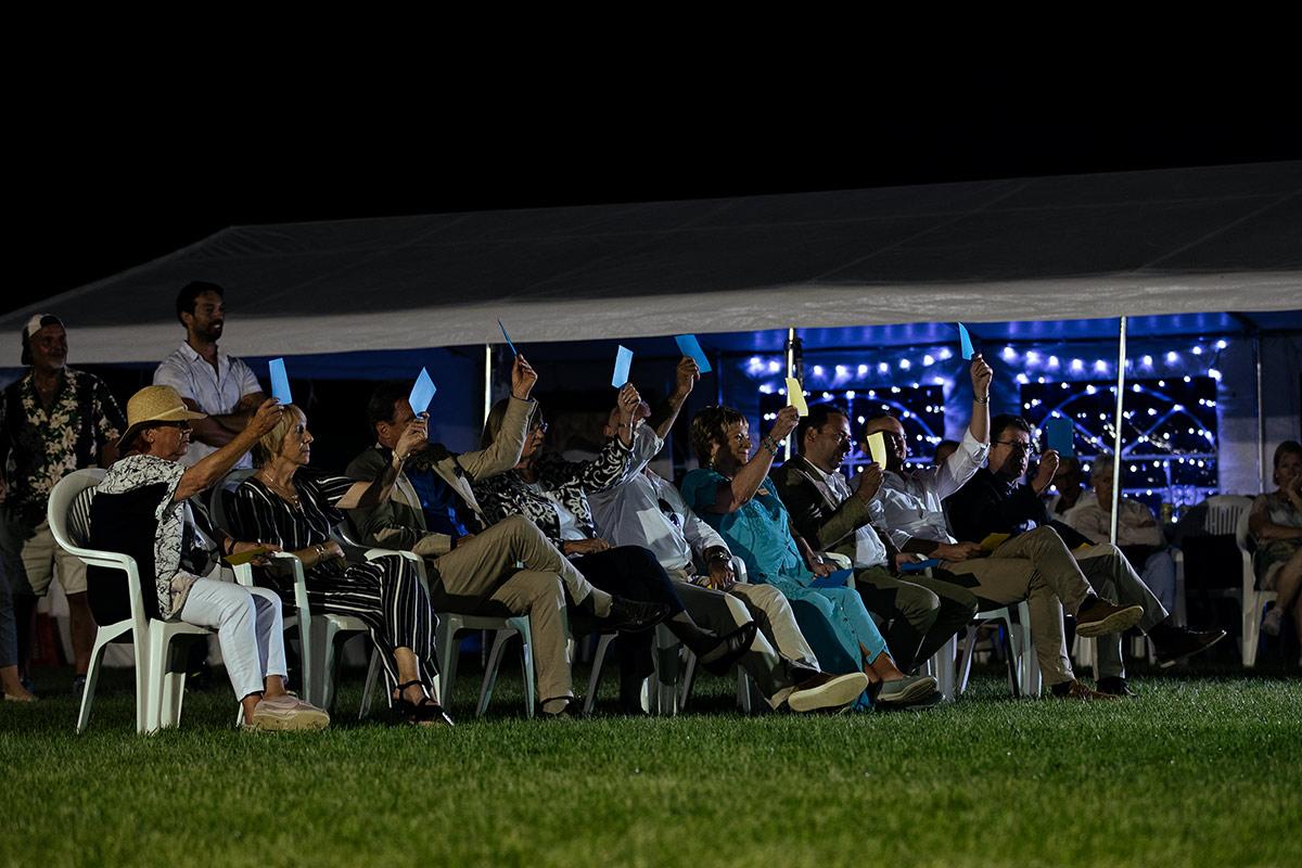 Das Richtergremium des Sighthound Festival Donaueschingen 2018. Wie wäre es denn, wenn wir Aussteller den Richtern mal Kärtchen hochhalten würden. Das wäre doch ein Spaß für das nächste Jahr. Wenn die Damen und Herren Humor haben, dann machen sie ganz sicher mit.