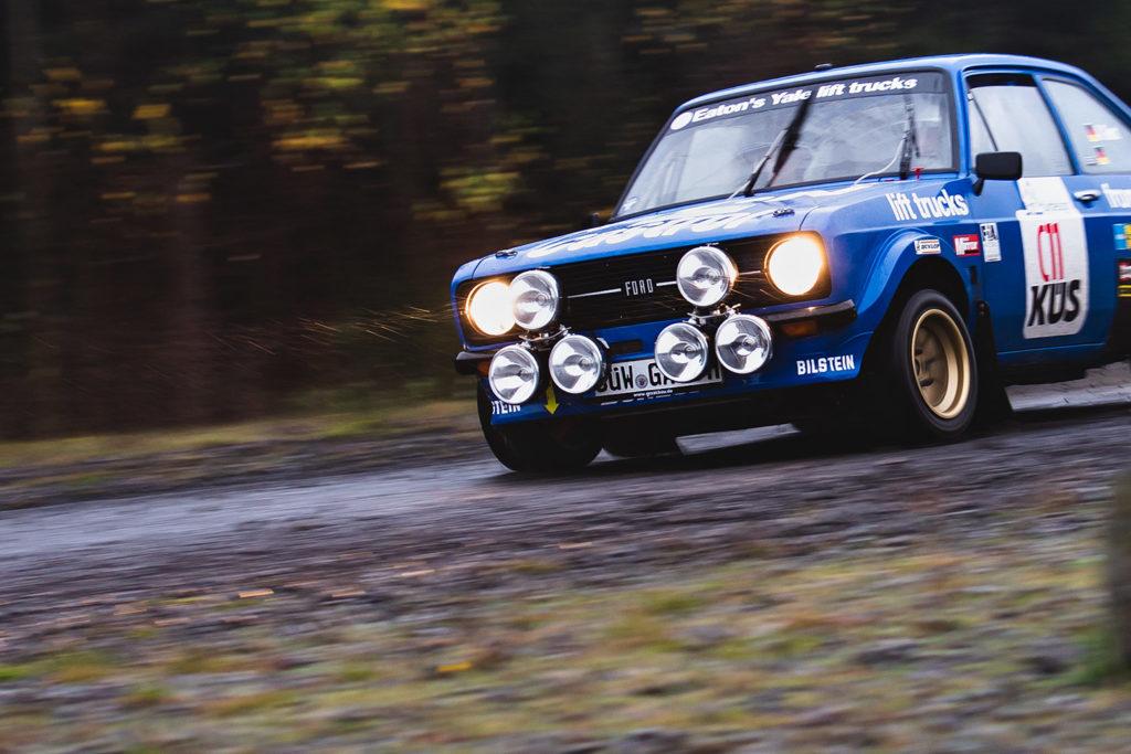 Ford Escort im Nieselregen bei der Rallye Köln-Ahrweiler