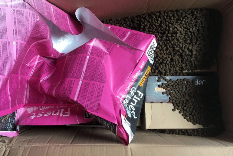 So sieht ein Paket aus, das eine einwöchige Reise mit UPS hinter sich hat.