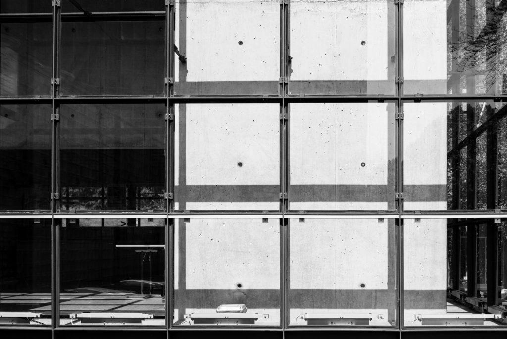 Glasfassade mit der Leica Q2