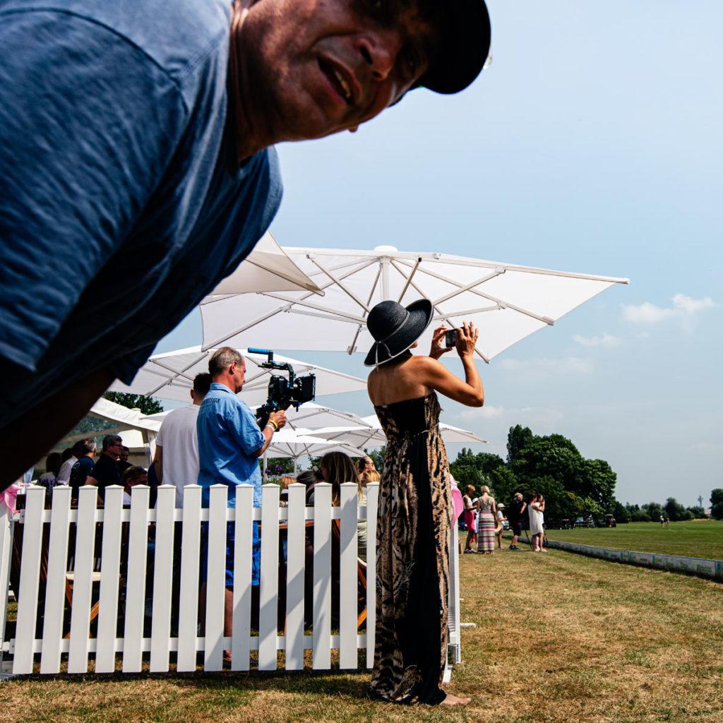 Faxen unter Fotografenkollegen beim Pink Ribbn Ladies Polo Cup